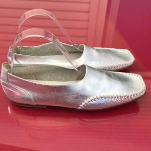 Barney New York amazing silver leather flats